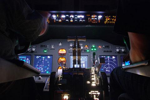 Am Steuer eines Flugzeugs