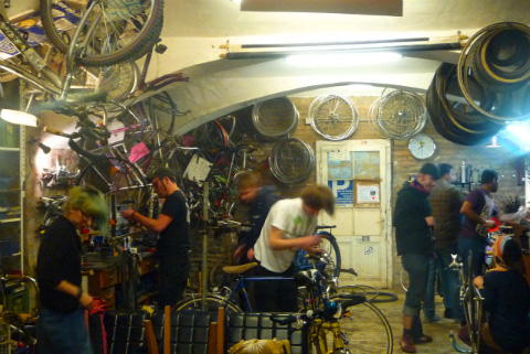 BikeKitchen und Co: Do-it-Yourself-Kultur in der Fahrradwerkstatt
